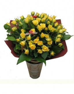 Bouquet of 15 yellow spray roses | Roses to men,to mother flowers