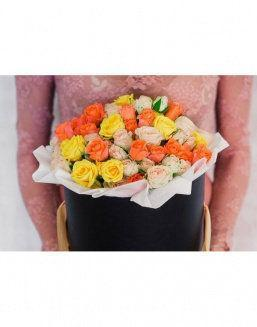 Bright - a mix of roses in a decorative box | Blue flowers
