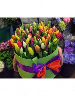 Chic tulips in hat box | Delivery and order flowers in Kostanay