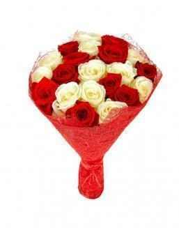 Bouquet of 21 red and white roses mixed | Roses to mother,to colleague flowers